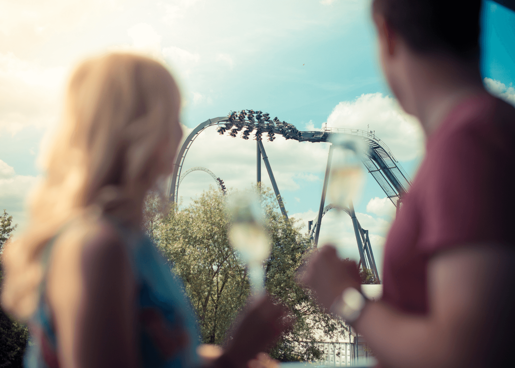 Thorpe Shark Cabins, couple looking at The Swarm rollercoaster